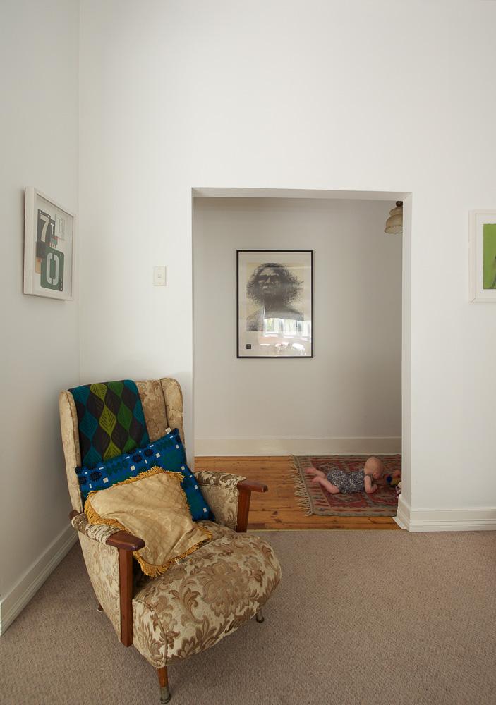E&T - 6 Corner Chair & Hattie On Floor-1421